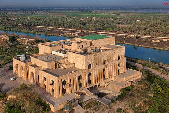 Irak, Babilon. Palac Prezydencki zamieszkiwany przez Saddama Husajna. Lotnicze.
