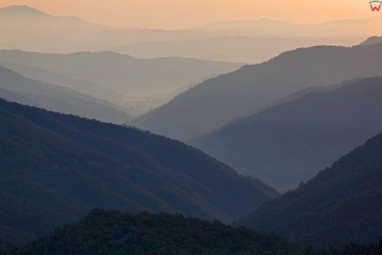 Wschod slonca w Apeninach Srodkowych. Widok okolicy Castiglion Fiorentino.  EU, Italia, Toskania. LOTNICZE.