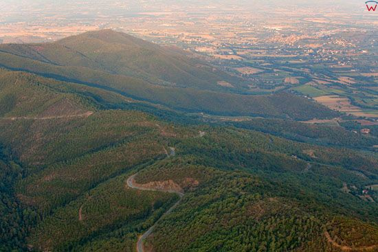 Apeniny Srodkowe, panorama w strone Castiglion Fiorentino.  EU, Italia, Toskania. LOTNICZE.