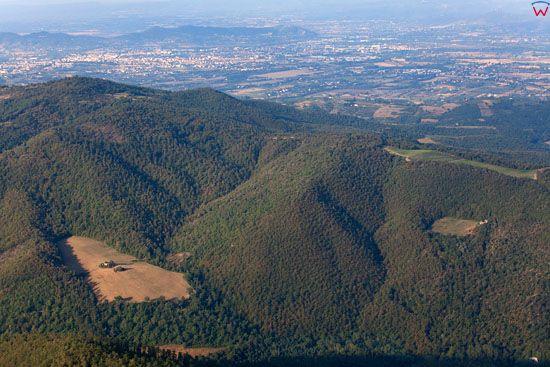 Apeniny, pejzaz okolicy Scheggia (Arezzo).  EU, Italia, Toskania. LOTNICZE.