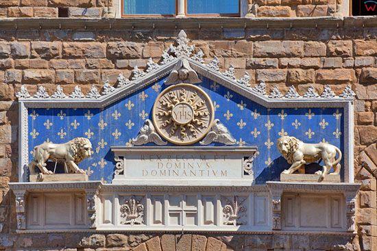 Fronton budynku The Palazzo Vecchio przy Piazza della Signoria we Florencji. EU, Italia.