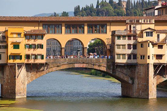 Most Zlotnikow (The Ponte Vecchio ) nad rzeka Arno we Florencji. EU, Italia.