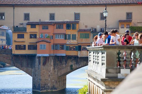 Most Zlotnikow (The Ponte Vecchio ) nad rzeka Arno we Florencji. EU, Italia.