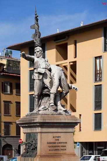 Pomnik przy  Laungarno Generale Diaz we Florencji. EU, Italia.