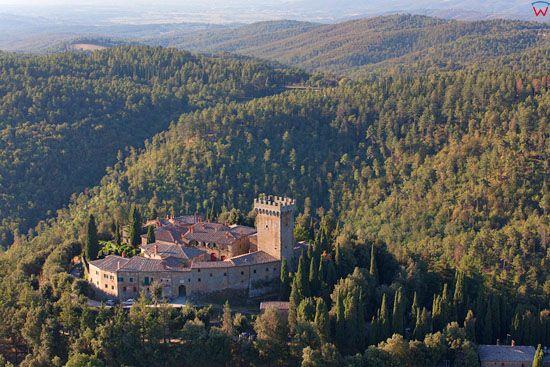 Osada-zamek Gargonza. EU, Italia, Toskania. LOTNICZE.