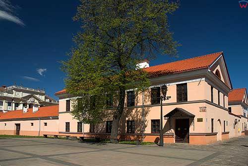 Litwa-Kowno (Kaunas). Budynek mieszczący muzeum telekomunkacji  przy rynku.