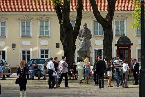 Litwa-Kowno (Kaunas). Pomnik Maironisa.