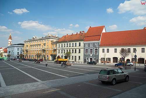 Litwa-Wilno. Kamienice na placu przed ratuszem.