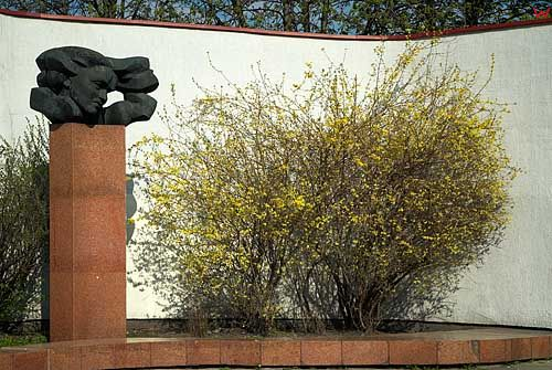 Litwa-Wilno. Pomnik przy ul. Wileńskiej.