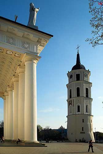 Litwa-Wilno. Kolumny przed Katedrą.