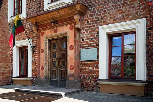 Litwa-Wilno. Budynki przy kościele św. Anny.