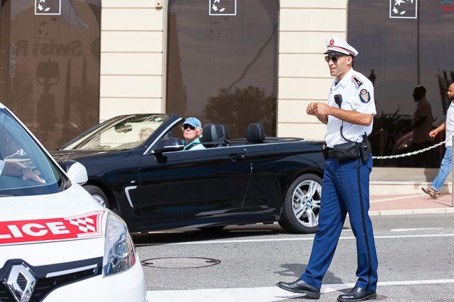 Monaco, 15.09.2015 r. Policjant przy Bulwar du Larvotto.