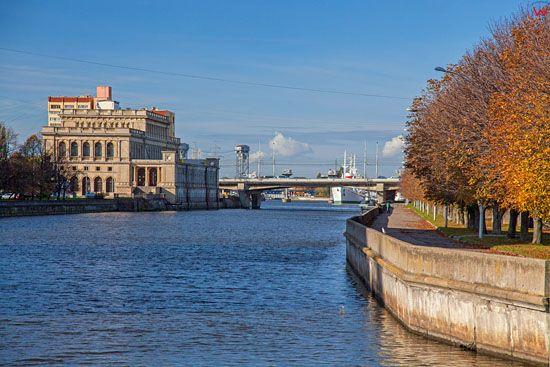 Kaliningrad, panorama przez Pregole na neorenesansowy budynek Gieldy. EU, Rosja-Obwod Kaliningradzki.