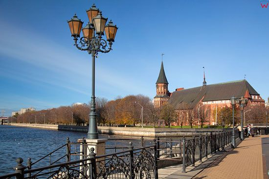 Kaliningrad, panorama na katedre od strony daptaka przy ul. Oktiabrskiej. EU, Rosja-Obwod Kaliningradzki.