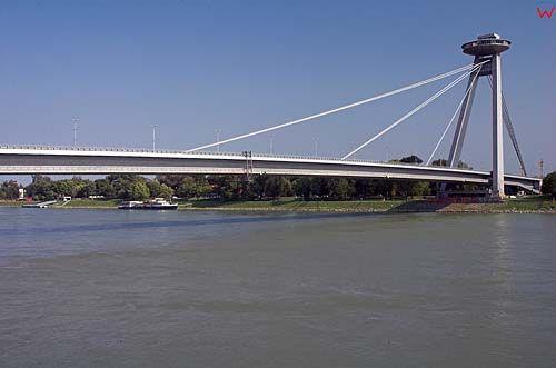 Bratysława, resturacja-spodek na moście nad Dunajem