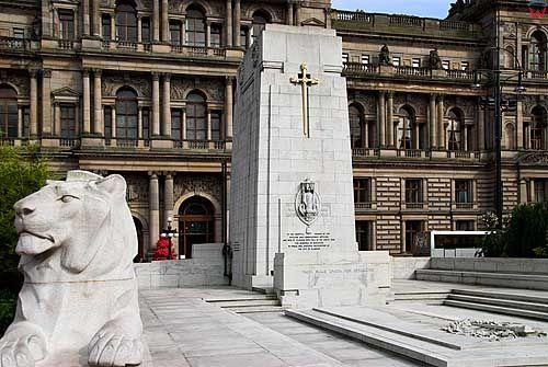 Szkocja-Glasgow. Pomnik przed ratuszem.