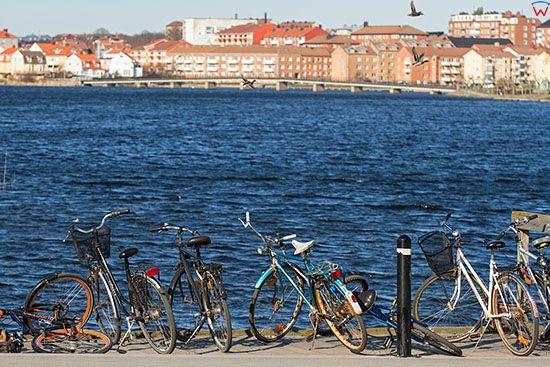Karlskrona, parking rowerowy przy Bjorkholmen. EU, Szwecja.