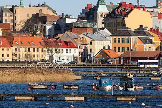 Karlskrona, dmomy mieszkalne przy ulicy Borgmastarekajen. EU, Szwecja.