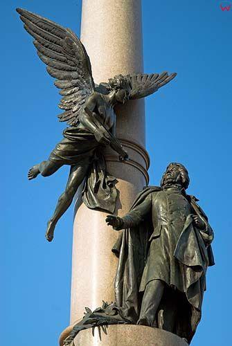 Lwów. Pomnik A. Mickiewicza na placu Mickiewicza.