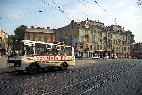 Lwów. Ruch uliczny na Horodockiej.