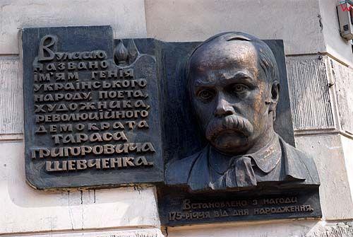 Lwów. Tablica upamiętniająca Tarasa Grigorewicza Szewczenkę przy ul. Horodockiej.