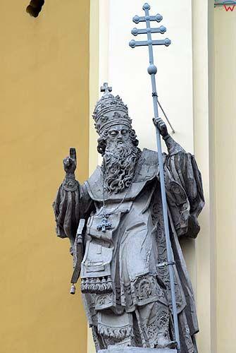 Lwów. Rzeźby św. Leona i Atanazego na fasadzie katedry św. Jura.
