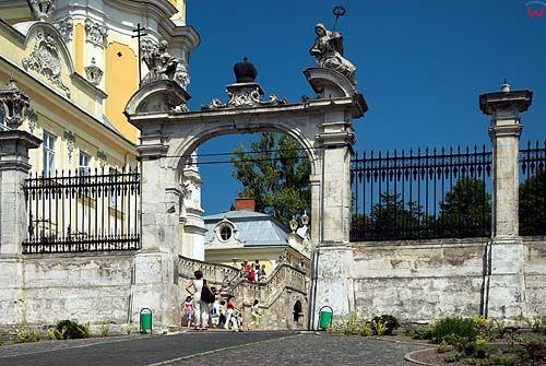 Lwów. Brama przed katedrą św. Jura.