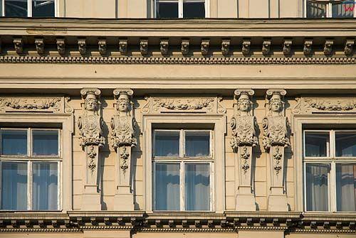 Lwów. Detale na pałacu przy ul. Wynnyczenka.