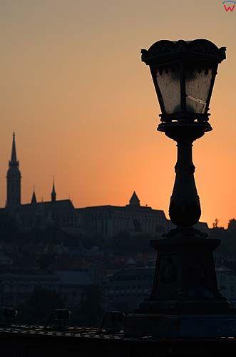 Budapeszt, latarnia na moście Łańcuchowym